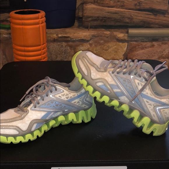3c9c94dd243678 Euc Reebok zig tech shoes size 7.5 blue green